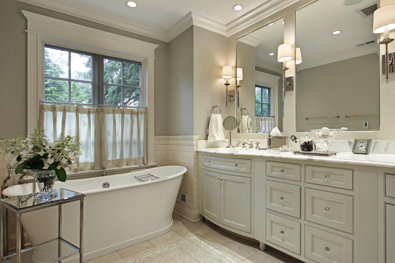 Beautiful neutral tone bathroom